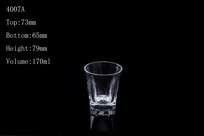 如何分辨玻璃杯是否含铅